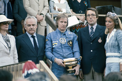 Podium: race winner Ronnie Peterson, Lotus 72E with Prince Rainier and Princess Grace of Monaco