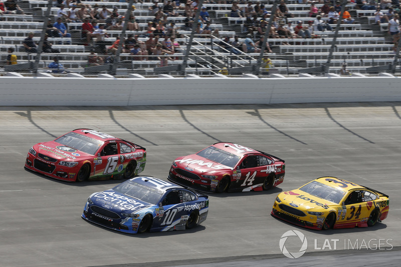 Danica Patrick, Stewart-Haas Racing, Ford; Landon Cassill, Front Row Motorsports, Ford; Clint Bowyer, Stewart-Haas Racing, Ford