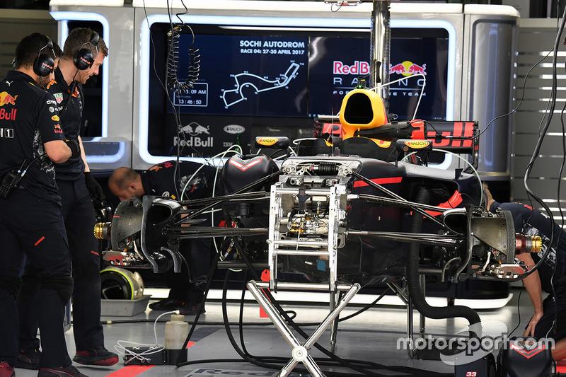 Red Bull Racing RB13 detalle chasis y frenos delanteros