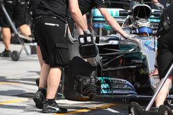 Valtteri Bottas, Mercedes-Benz F1 W08  and Mercedes AMG F1 mechanic, brake cooler