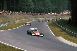 Jacky Ickx, Ferrari 312B2, leads Ronnie Peterson, March 721G Ford; Clay Regazzoni, Ferrari 312B2; Emerson Fittipaldi, Lotus