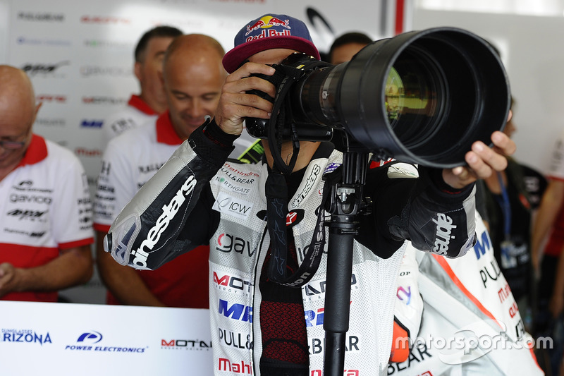 Jorge Martin, Aspar Team Mahindra Moto3, versucht sich als Fotograf