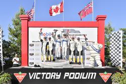 #67 Chip Ganassi Racing Ford GT, GTLM: Ryan Briscoe, Richard Westbrook, festeggiano la vittoria sul podio con #3 Corvette Racing Chevrolet Corvette C7.R, GTLM: Antonio Garcia, Jan Magnussen, #4 Corvette Racing Chevrolet Corvette C7.R, GTLM: Oliver Gavin, Tommy Milner, Bib, Bibendum