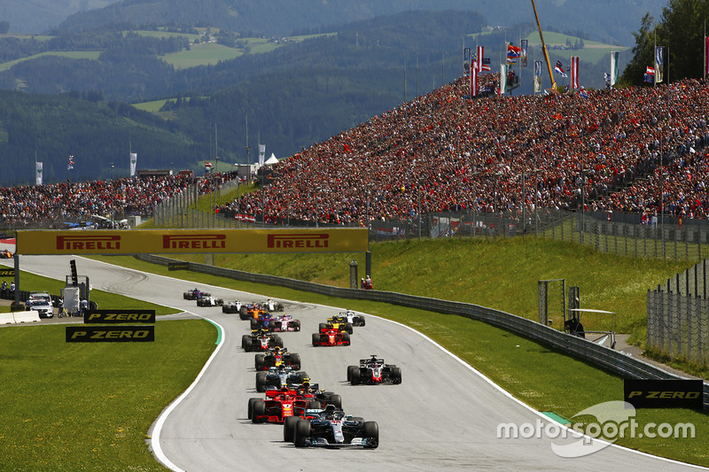 Lewis Hamilton, Mercedes AMG F1 W09, leads Kimi Raikkonen, Ferrari SF71H, Max Verstappen, Red Bull Racing RB14, Valtteri Bottas, Mercedes AMG F1 W09, Romain Grosjean, Haas F1 Team VF-18, Daniel Ricciardo, Red Bull Racing RB14, Kevin Magnussen, Haas F1 Team VF-18 and Sebastian Vettel, Ferrari SF71H at the start