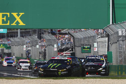 Cameron Waters, Tickford Racing Ford, leads Jack Le Brocq, Tekno Autosports Holden