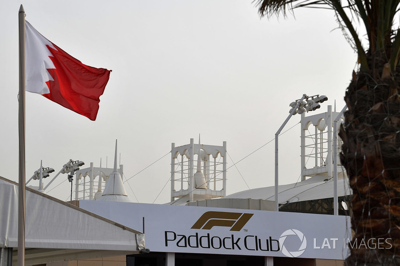 Paddock Club dan bendera Bahrain