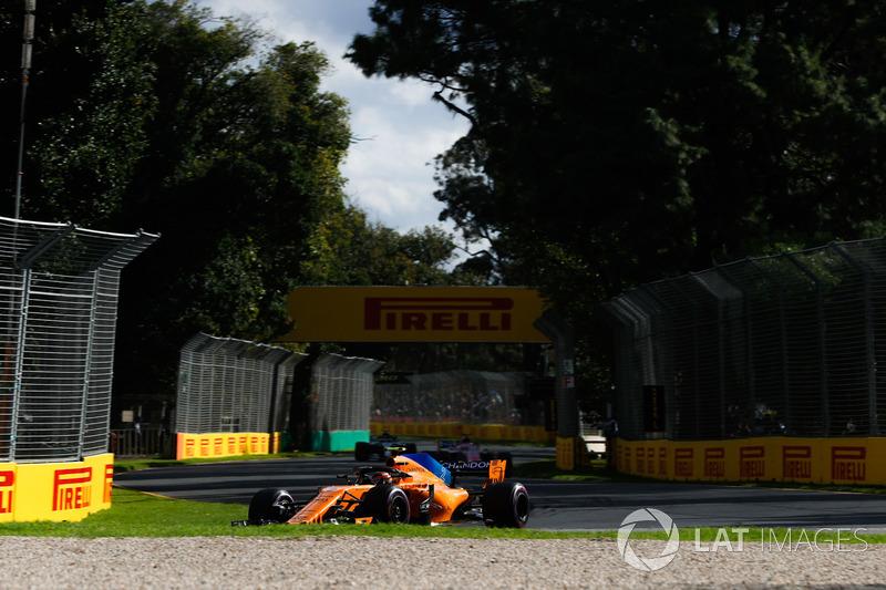 Stoffel Vandoorne, McLaren MCL33 Renault, Sergio Perez, Force India VJM11 Mercedes, and Valtteri Bottas, Mercedes AMG F1 W09