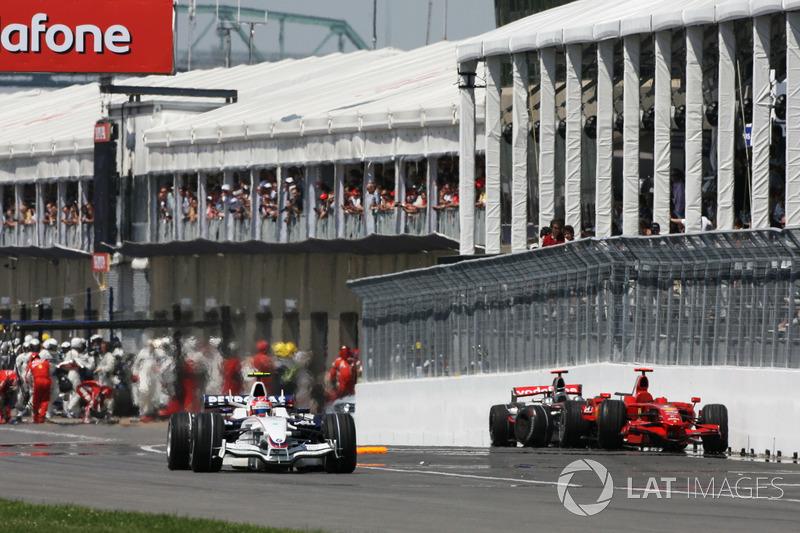 Ну а для Хэмилтона и Райкконена все было закончено. Обе машины оттащили к краю пит-лейна – два главных фаворита гонки и всего чемпионата выбыли из борьбы на Гран При Канады