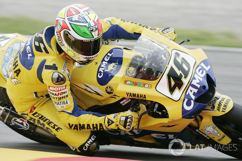 2006 - Rossi se uniu a Milo Manara, autor de quadrinhos italiano, para retratar a história de sua carreira no capacete para Mugello.
