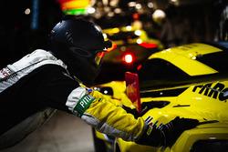 #64 Corvette Racing Chevrolet Corvette C7.R: Oliver Gavin, Tommy Milner, Marcel Fassler, crew