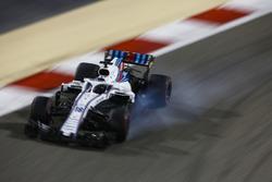 Lance Stroll, Williams FW41 Mercedes, bloque une roue
