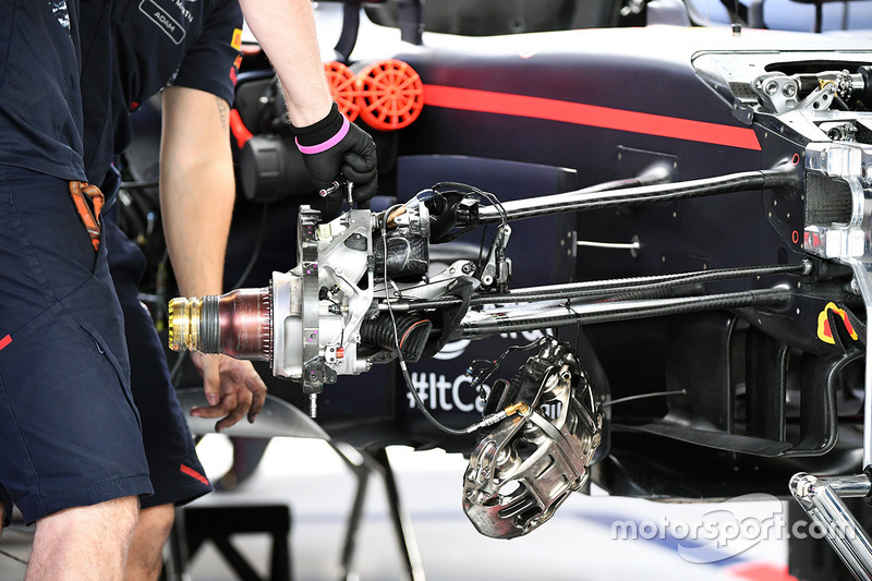 Red Bull Racing RB13 ön fren detay