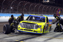 Matt Crafton, ThorSport Racing Toyota pit stop