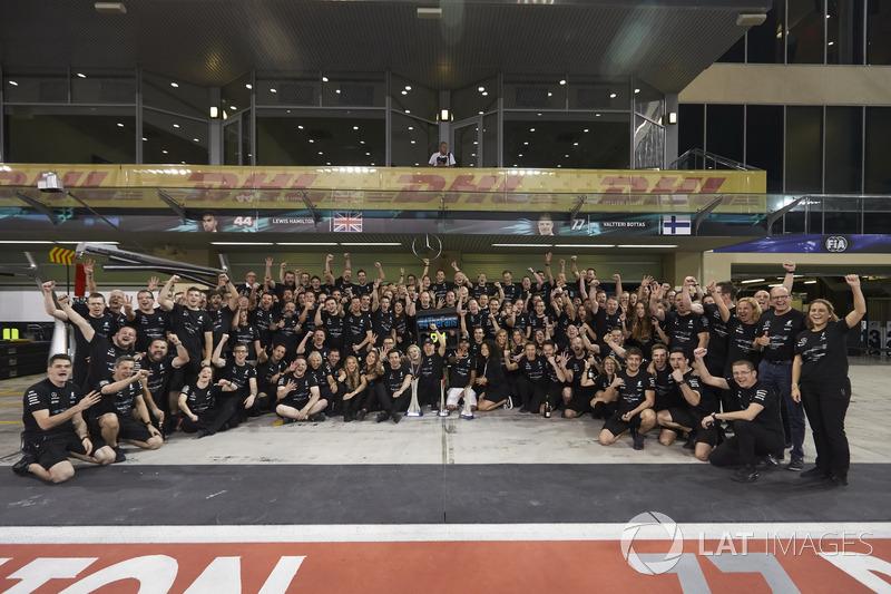 Toto Wolff, Valtteri Bottas, Mercedes AMG F1, su esposa, Emelia, Lewis Hamilton, Mercedes AMG F1