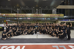 Toto Wolff, Executive Director Mercedes AMG F1, Race winner Valtteri Bottas, Mercedes AMG F1, his wife Emelia, Second place Lewis Hamilton, Mercedes AMG F1 with the team
