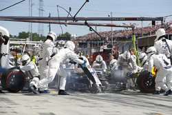Lance Stroll, Williams FW40, makes a stop