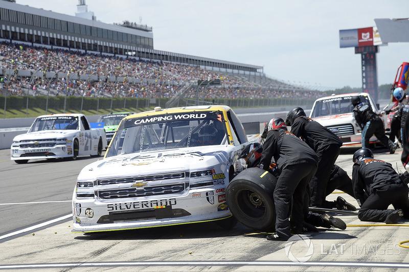 Kaz Grala, GMS Racing Chevrolet, pit stop