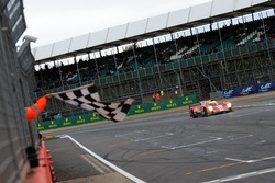 Checkered flag for #24 CEFC Manor TRS Racing Oreca 07 Gibson: Tor Graves, Jonathan Hirschi, Jean-Éric Vergne