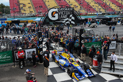 Ganador de la carrera Alexander Rossi, Herta - Andretti Autosport Honda