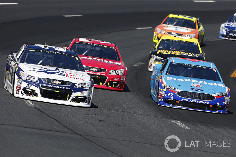 Chris Buescher, JTG Daugherty Racing Chevrolet, Aric Almirola, Richard Petty Motorsports Ford