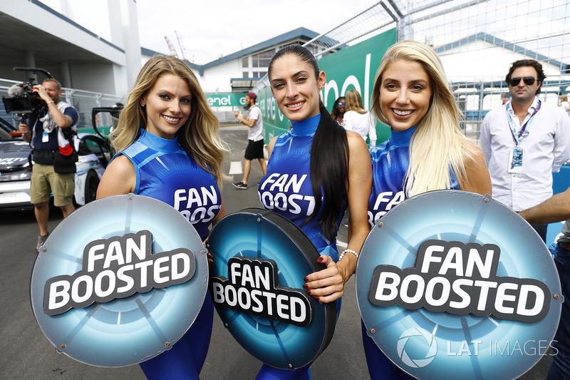 Дівчата Fan Boost
