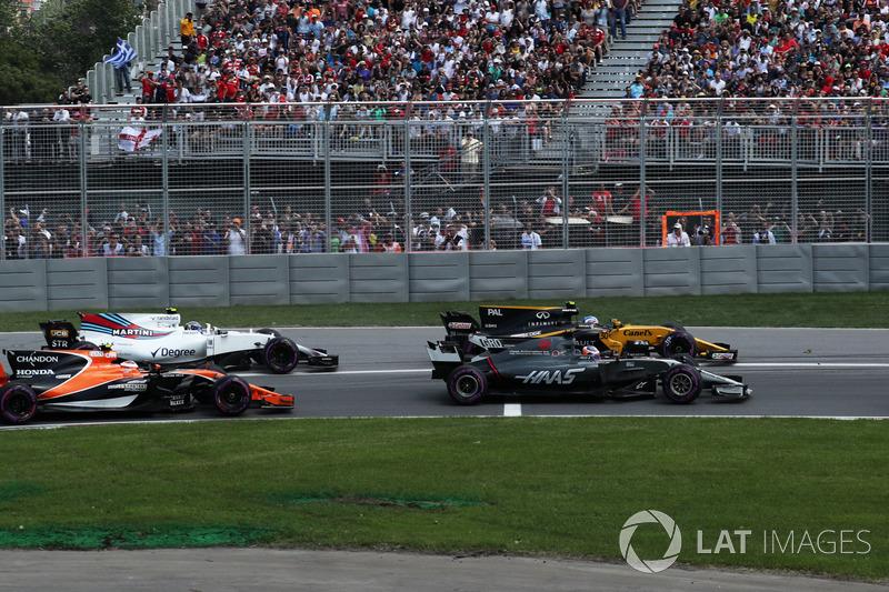 Старт гонки: Ромен Грожан, Haas F1 Team VF-17, Джолион Палмер, Renault Sport F1 Team RS17, Стоффель Вандорн, McLaren MCL32, Льюис Хэмилтон, Mercedes-Benz F1 W08