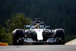 Lewis Hamilton, Mercedes AMG F1 W08, with halo