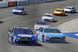 Chase Elliott, Hendrick Motorsports Chevrolet, Aric Almirola, Richard Petty Motorsports Ford