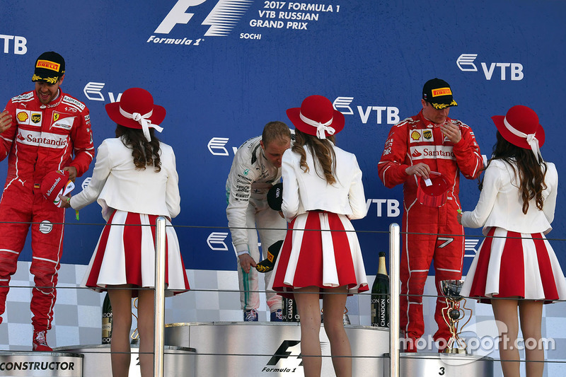 Sebastian Vettel, Ferrari, Valtteri Bottas, Mercedes AMG F1 and Kimi Raikkonen, Ferrari, the grid girls