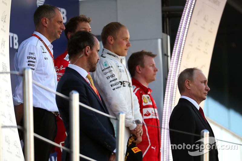 Vladimir Putin, President of Russia, race winner Valtteri Bottas, Mercedes AMG F1, Sebastian Vettel, Ferrari, Kimi Raikkonen, Ferrari, Tony Ross, Mercedes AMG F1 Race Engineer