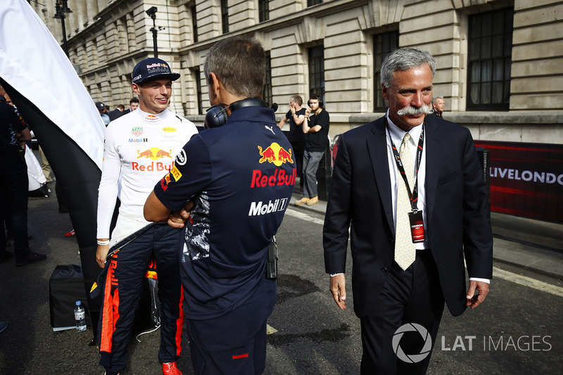 Max Verstappen, Red Bull Racing; Chase Carey, Formel-1-Chef