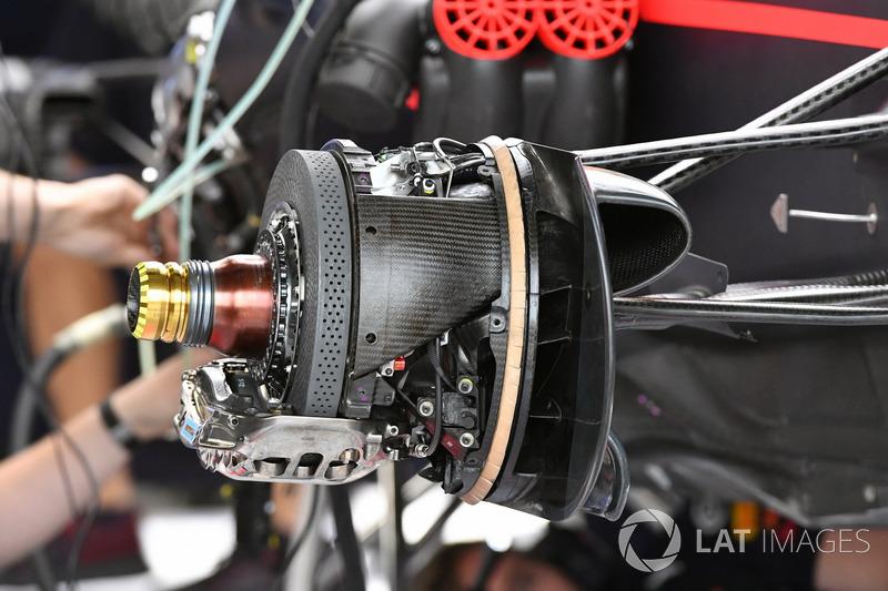 Передні гальма та кріплення колеса Red Bull Racing RB13