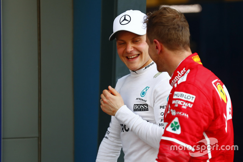 Valtteri Bottas, Mercedes AMG F1; Sebastian Vettel, Ferrari
