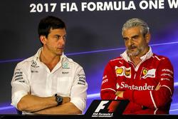 Керівник Mercedes AMG F1 Тото Вольфф, керівник команди Ferrari Мауріціо Аррівабене