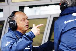 Frédéric Vasseur, sur le muret des stands Sauber