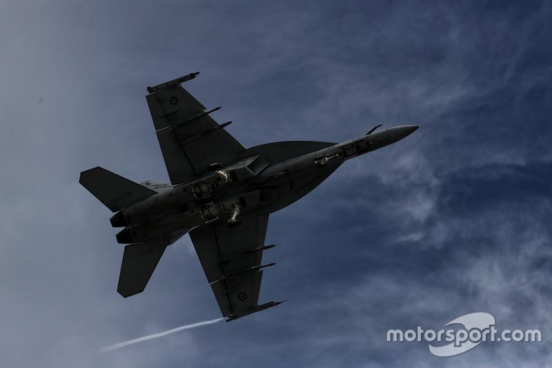 Australian Air Force, Überflug