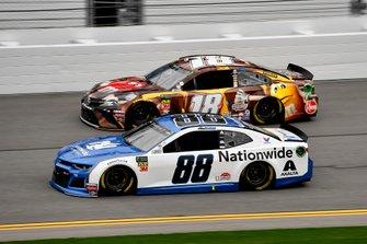 Alex Bowman, Hendrick Motorsports, Chevrolet Camaro Nationwide y Kyle Busch, Joe Gibbs Racing, Toyota Camry M&M's Chocolate Bar