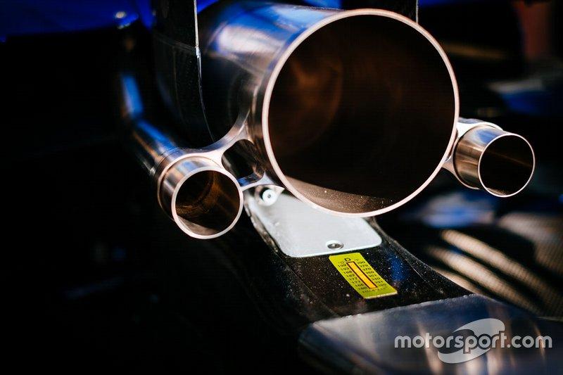 Mercedes AMG F1 W10, dettaglio dello scarico
