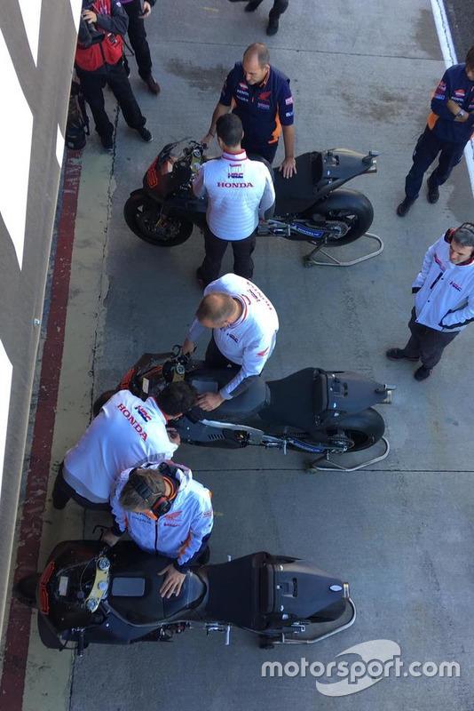 Honda prepara la moto di Jorge Lorenzo