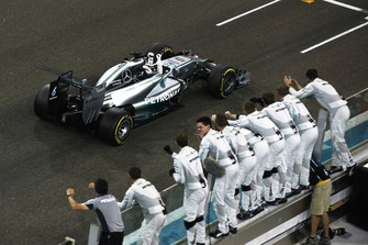 Lewis Hamilton, Mercedes F1 W05, celebrates as he crosses the line