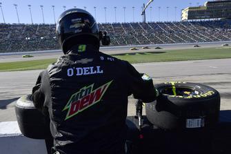 Chase Elliott, Hendrick Motorsports, Chevrolet Camaro Mountain Dew crew