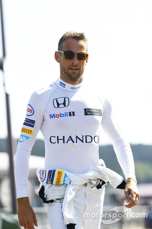 Jenson Button, McLaren in de paddock
