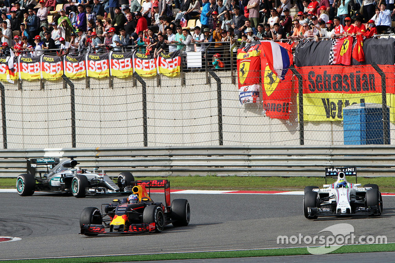 Daniel Ricciardo, Red Bull Racing RB12 and Felipe Massa, Williams FW38