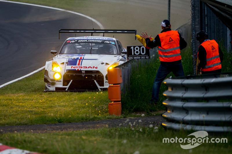 Crash for #24 Team Zakspeed, Nissan GT-R Nismo GT3: Marc Gassner, Florian Strauß, Tom Coronel