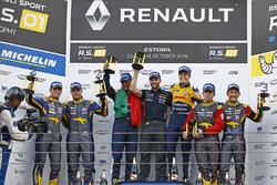 Podium: Sieger #19 Equipe Verschuur, Renault RS01: Miguel Ramos, Steijn Schothorst; 2. #9 Team Marc