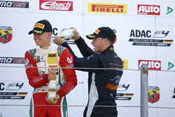 Podium: Mick Schumacher, Prema Powerteam; Joseph Mawson, Van Amersfoort Racing
