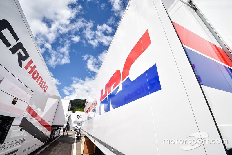 Camion Honda truck nel paddock