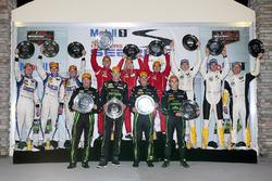 Подіум: переможці в класі DP - Йоханнес ван Овербік, Скотт Шарп, Ед Браун, Піпо Дерані, ESM Racing,