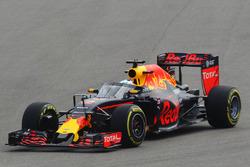 Daniel Ricciardo, Red Bull Racing RB12 correr con el Aeroscreen
