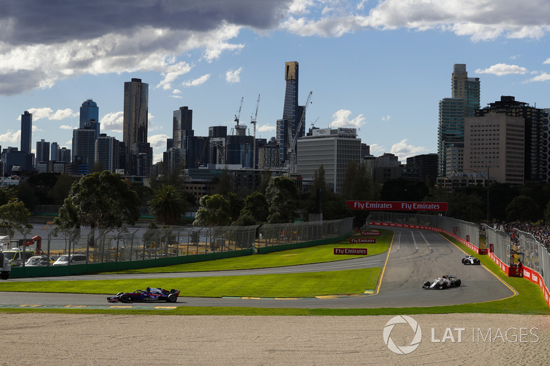 Pierre Gasly, Toro Rosso STR13 Honda, Charles Leclerc, Sauber C37 Ferrari, Sergey Sirotkin, Williams FW41 Mercedes